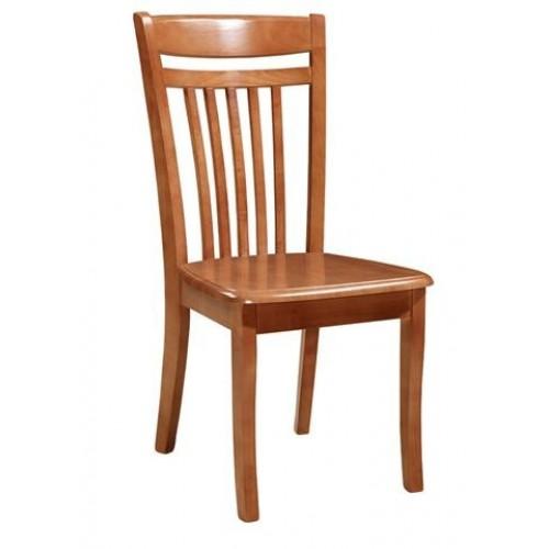 Деревянный стул в Калининграде